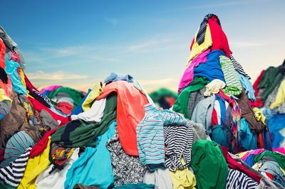 Brugte tekstiler og tekstilaffald - Hvordan udbydes de og er der et marked?